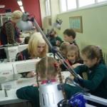 2c klasė ŠPRC technologijų skyriuje siuvimo dirbtuvėse