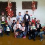 """Gegužės 8 dieną 2a klasės mokiniai ir mokytoja dalyvavo OPA projekto pamokoje """"Floristinių atvirukų kūrimas"""""""