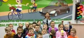 Priešmokyklinukai dalyvavo saugaus eismo paskaitoje