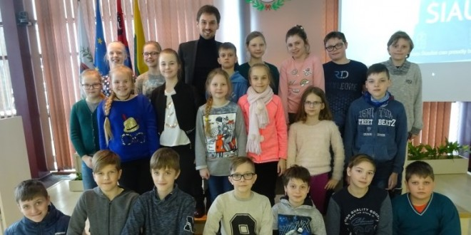 Kovo 9 dieną Medelyno progimnazijos  4a klasės mokiniai vyko į Šiaulių miesto savivaldybę ir dalyvavo edukacinėje pamokėlėje.