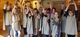 3d klasės mokiniai vyko į Aušros muziejų lipdyti  puodynių iš molio.