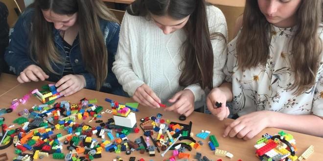 """Kūrybinės dirbtuvės """"Savęs pažinimas per Lego"""" su Roman Šarpanov"""